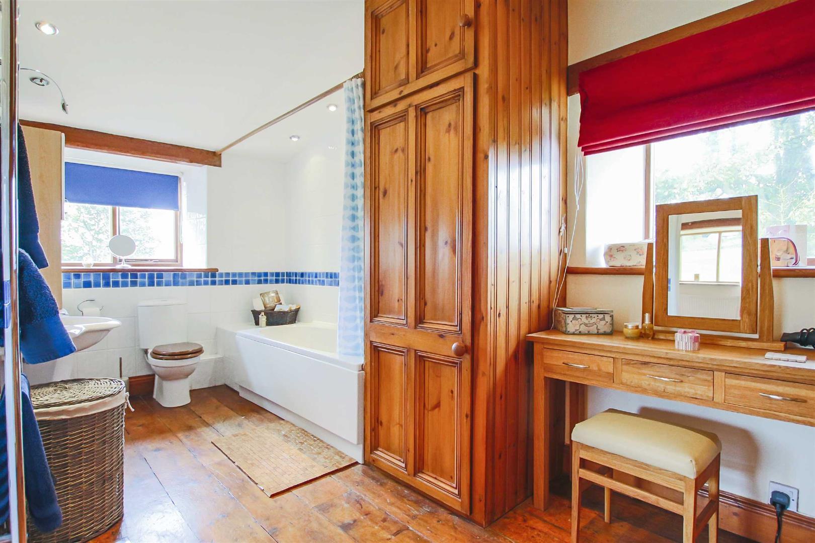 5 Bedroom Barn Conversion For Sale - p026519_22.jpg